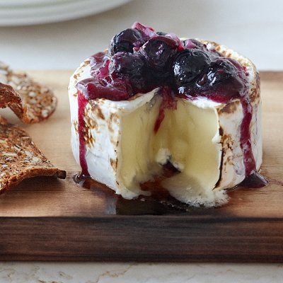 Smoky_Brie_with_Blueberry